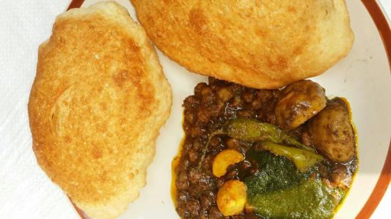 Chole Bhature fast Food Near Me at delhi